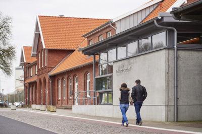 Der Kulturbahnhof in Cloppenburg, Ansicht von Südwesten.